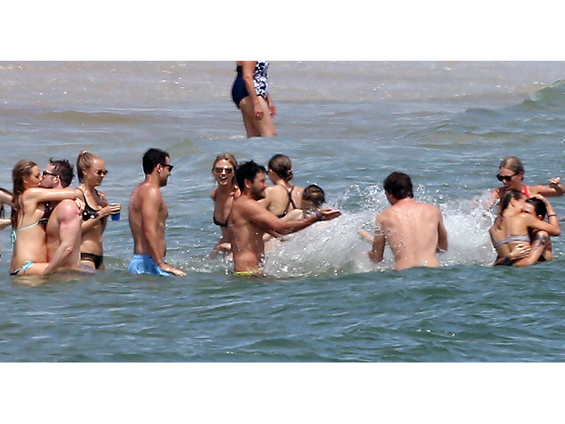 Taylor Swift hosts July Fourth bash at seaside mansion