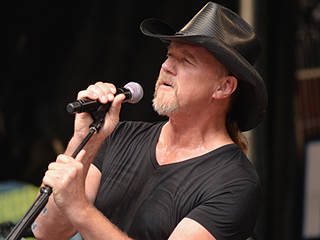 Trace Adkins Performs Visibly Drunk at a New Jersey Concert: 'Everyone Is Pulling for Him,' Says Source