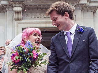 Woman Tweets Love for Bookstore's Twitter Account – Then Marries the Man Behind It!