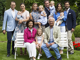 See the Glamorous Swedish Royal Family Summer Portrait!