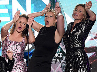 'Oh, Mylanta!' Fuller House Takes Home Choice Comedy TV Show at Teen Choice Awards