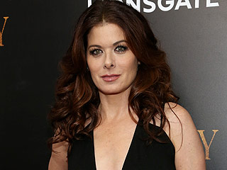 Debra Messing Apologizes to Blake Shelton For Politically-Driven Twitter Disagreement