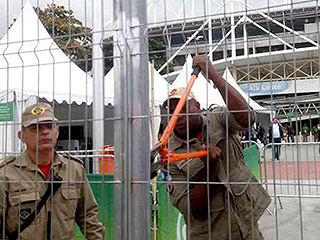 Rio Officials Lose Olympic Soccer Stadium Key, Use Bolt Cutters to Break In – as Protesters Stone Torch Relay