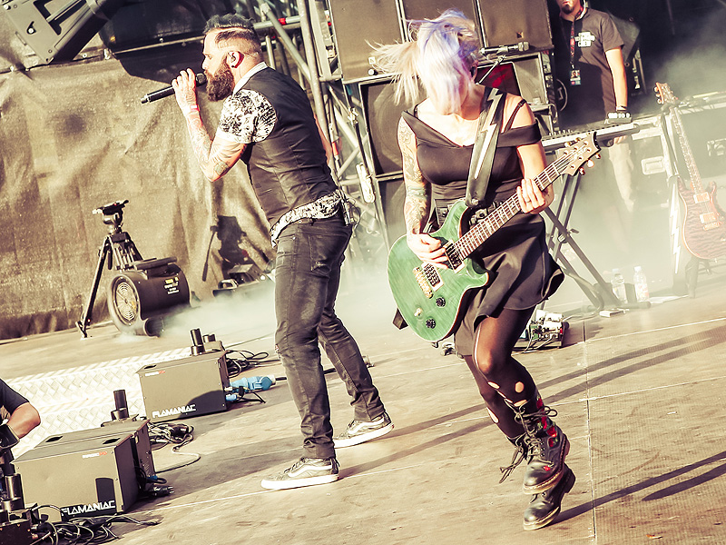 meet the band skillet