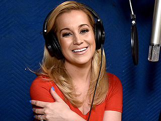 Arrrgh, Y'all! See Kellie Pickler as a Pirate on Nick Jr.'s Shimmer and Shine