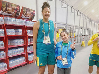 Height Is Just a Number! Aly Raisman Shares Hilarious Instagram Snap with 6-Foot-8 Basketball Player