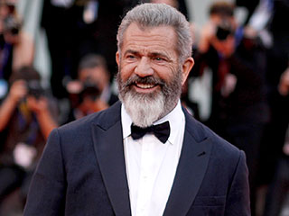 Mel Gibson Slams Batman vs. Superman: Dawn of Justice as He Discusses Overblown Movie Budgets
