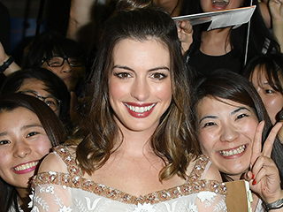 Anne Hathaway Looks Stunning as She Promotes Colossal at Toronto Film Festival