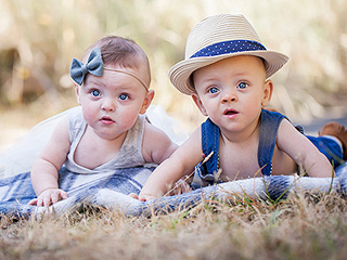 Oregon Preemie Twins Born 4 Months Early Celebrate 1st Birthday: 'They Are Our Miracles'