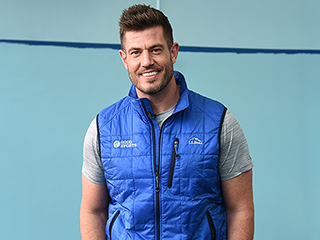 Bachelor Alum and NFL Veteran Jesse Palmer Donates Recess Equipment to New York City Students
