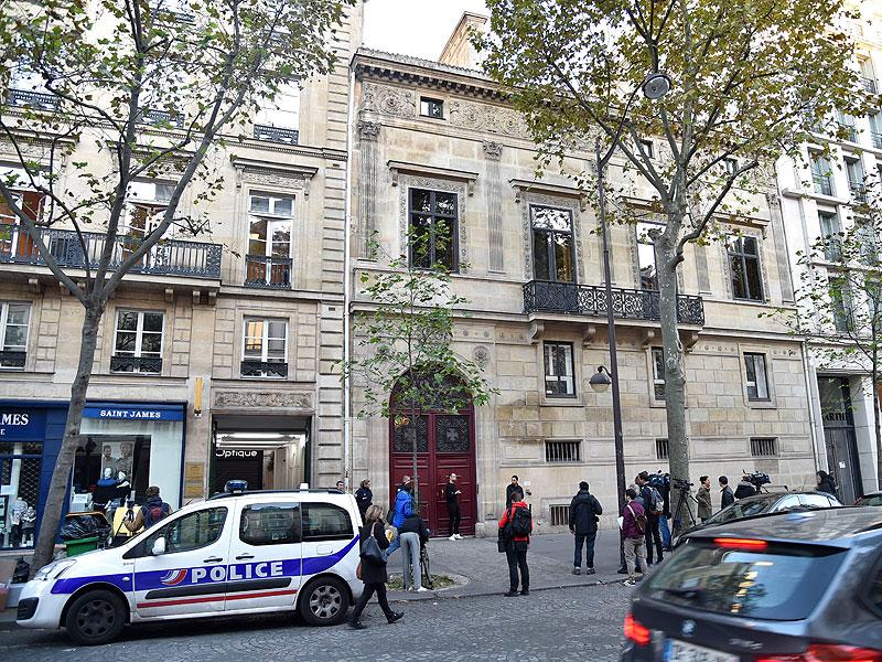 Kim Kardashian Robbed Of 10 Million Flees Paris