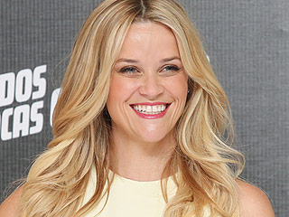 Reese Witherspoon Bemoans Being Offered Girlfriend Role in 'Dumb Comedy' That Eventually Starred Two Oscar Winners