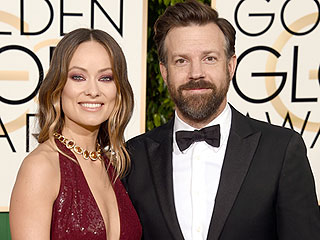 Golden Globes 2016: Jason Sudeikis Makes a Bold Red Carpet Statement in Sneakers