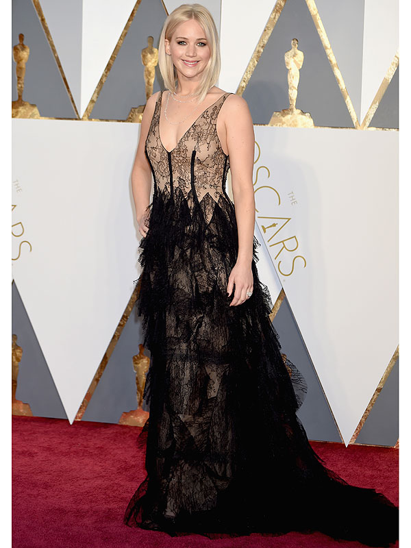 Jennifer Lawrence Freshens Her Blonde Lob For The Oscars And Wears A J...