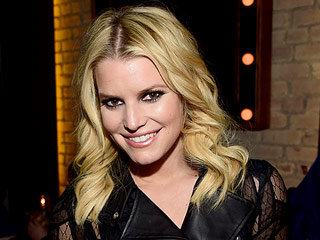 Jessica Simpson Cut Her Hair and Updated Her Blonde for the New Year