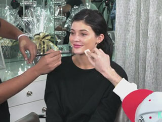 Watch Kylie Jenner's Guy Friends Do Her Makeup (Spoiler: They're Not Bad)