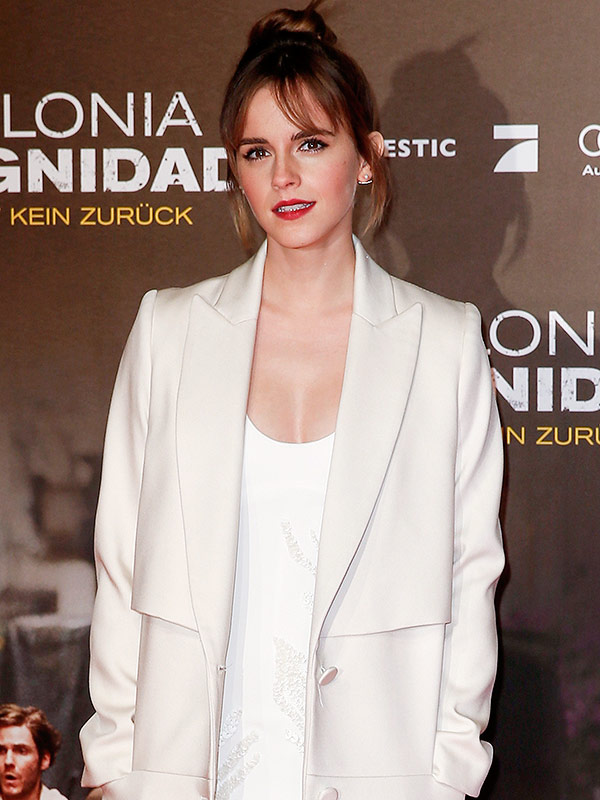 Emma Watson debuts new bangs