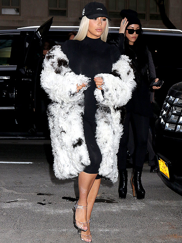 Kim Kardahian blond wig