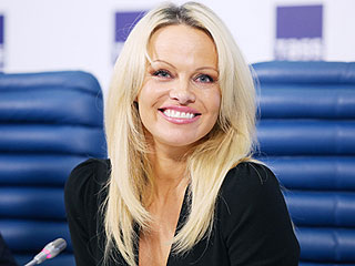 Pamela Anderson Has Dyed Her Own Hair for More Than 25 Years: 'My Mom Taught Me How!'