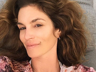 Cindy Crawford Celebrates Her 50th Birthday with a Makeup-Free Selfie