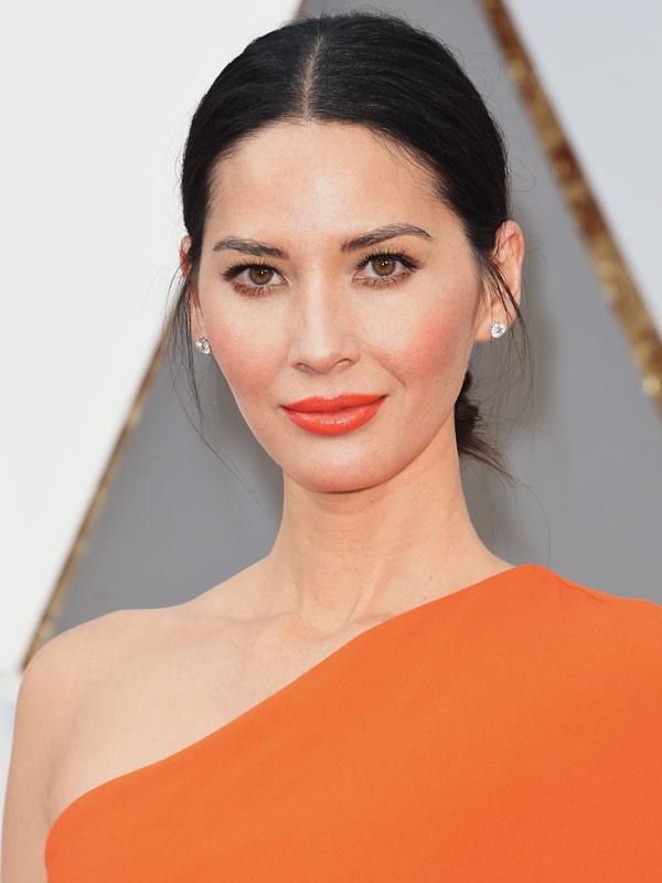 Oscars 2016 red carpet beauty monochromatic makeup Olivia Munn