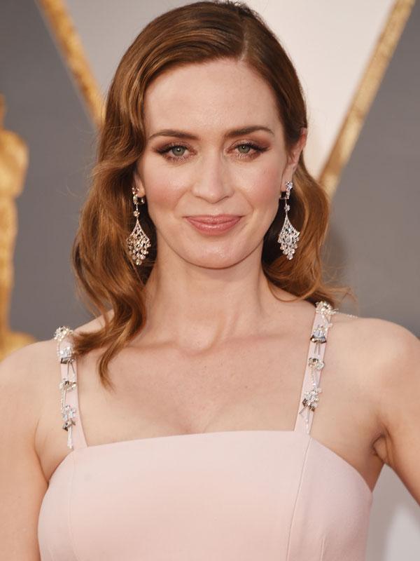 Oscars 2016 red carpet beauty monochromatic makeup Emily Blunt