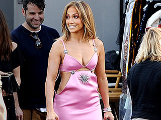 Jennifer Lopez Flaunts Her Ageless Obliques in This Revealing American Idol Dress