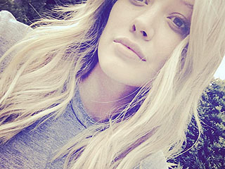 Hilary Duff Posts Makeup Free Selfie (and Magically Has Long Hair Again!)