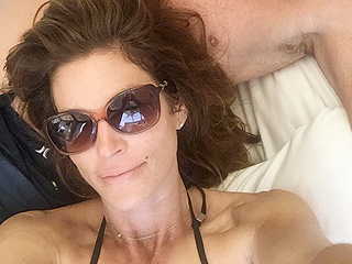 7 Beach Selfie Secrets Cindy Crawford Has Passed Down to Kaia Gerber