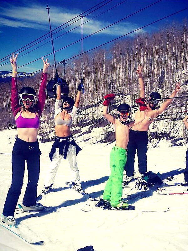 Kate Hudson skis with sports bras