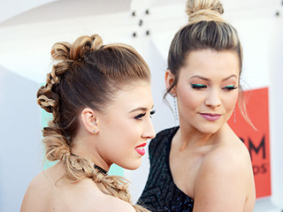 See How Country Stars Maddie & Tae Got Glam for the ACM Awards