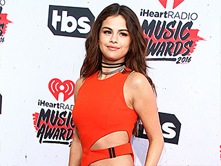 Hot Pants! Taylor Swift, Selena Gomez and More Stars Sizzle in Second-Skin Looks at iHeartRadio Music Awards