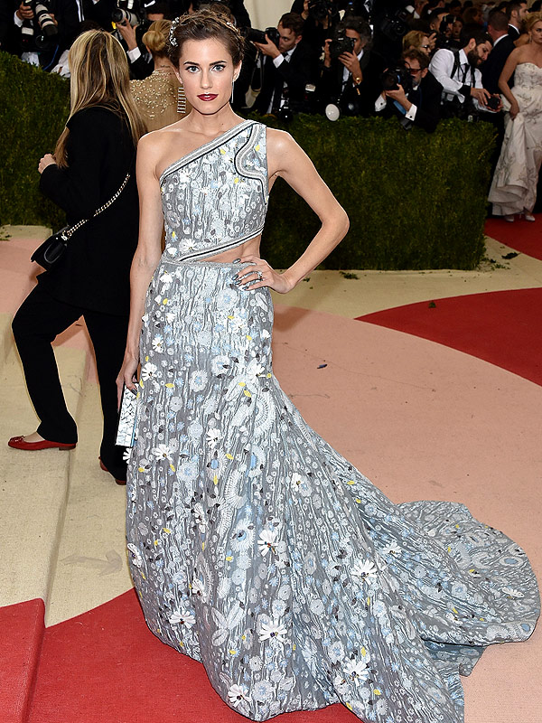 Allison Williams Met Gala 2016