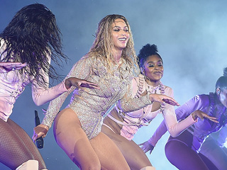 Beyoncé Has Major Wardrobe Malfunction on Stage, Naturally Handles It Flawless-ly