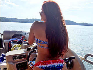 There Is Only One Way to Celebrate 2 Million Instagram Followers if You're Ariel Winter