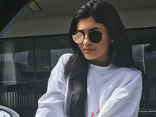 Kylie Jenner's Engagement Ring Fakeouts: A Comprehensive Photographic History