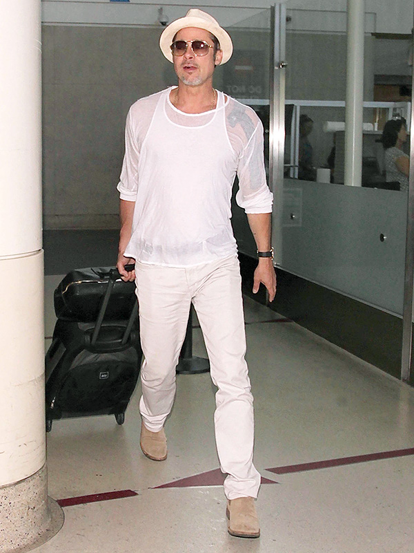 Brad Pitt all white airport outfit