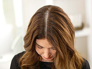 WATCH: The Easiest Way to Cover Up Roots – Instantly