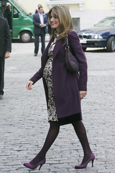 princess letizia 39 s last outing before giving birth moms babies celebrity babies and kids. Black Bedroom Furniture Sets. Home Design Ideas
