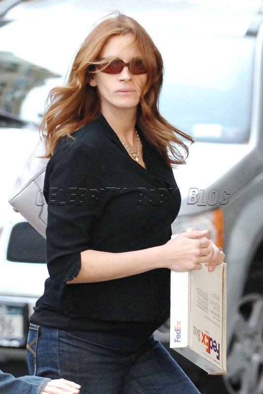 Pregnant Julia Roberts out in NYC – Moms & Babies – Celebrity ...