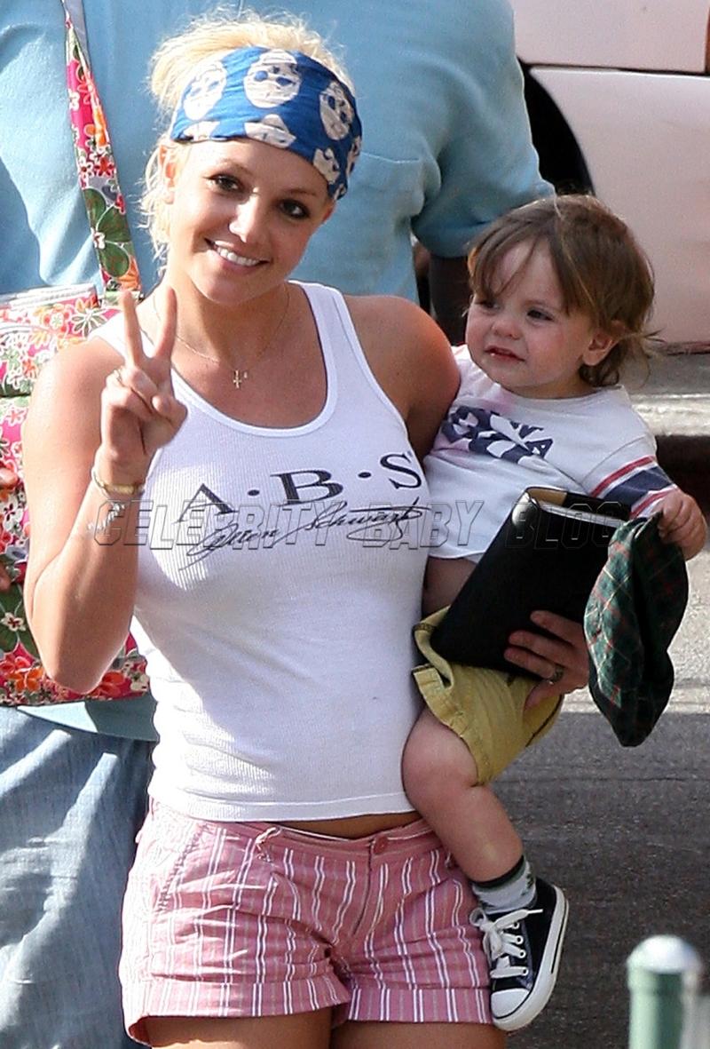 Britney_spears_070523_15_cbb