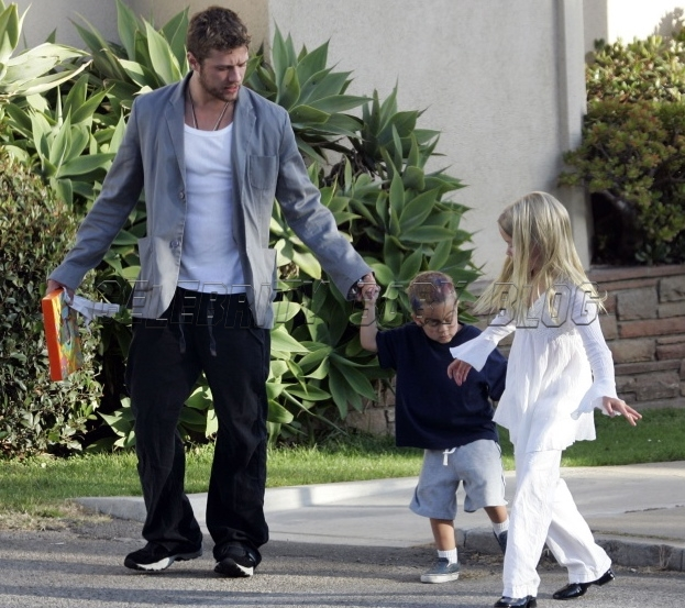 Ryan Phillippe and Reese Witherspoon with kids
