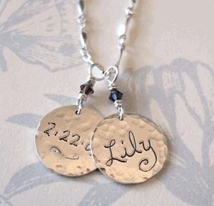 Bliss_living_moms_name_charm_neckla