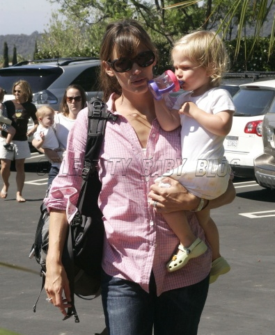 Jennifergarner_140214_cbb