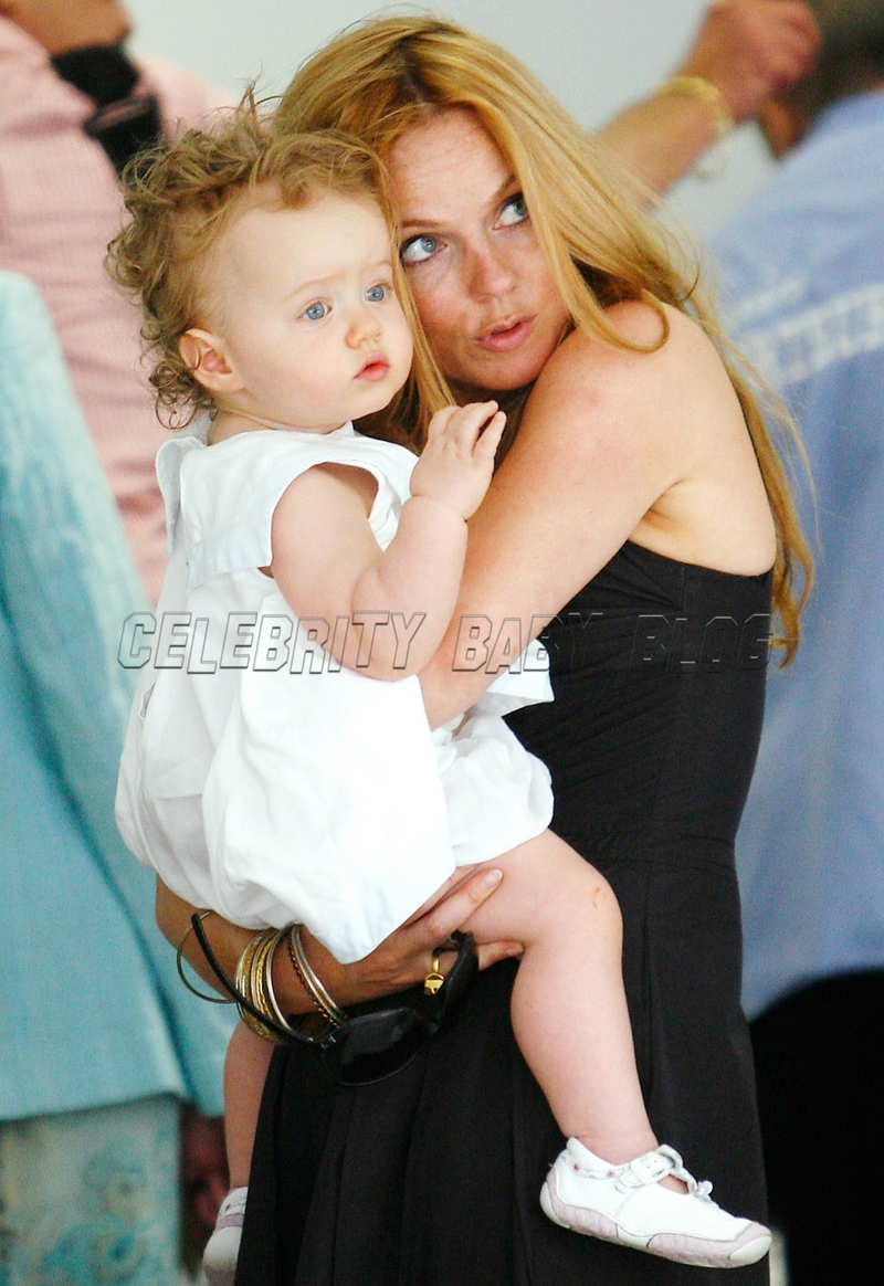 Geri And Bluebell Halliwell At Nice Airport Moms