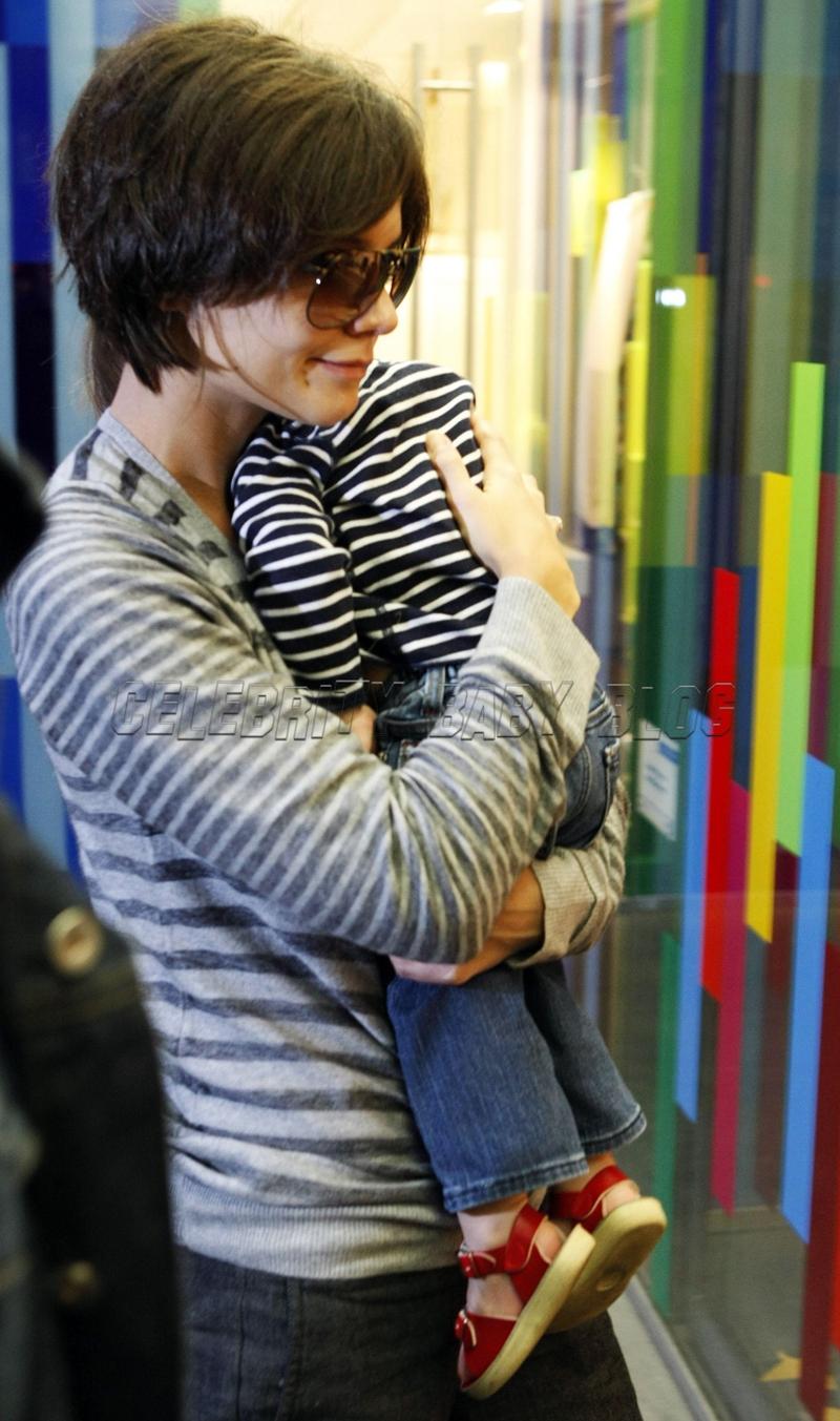 Katie Holmes And Sleeping Suri In Berlin Moms Amp Babies