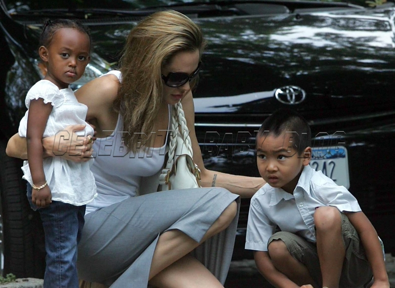 Angelinajolie_pitts_070825_01_cbb