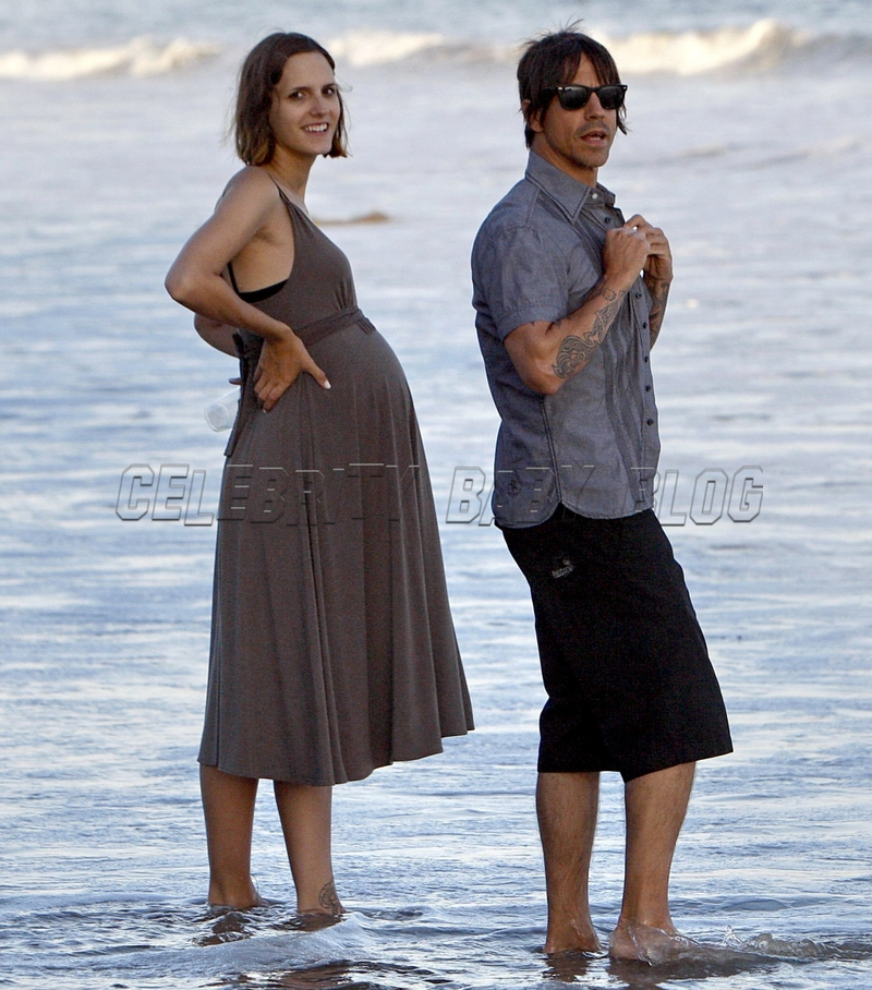 Christie_anthonykiedis_070902_11_cb