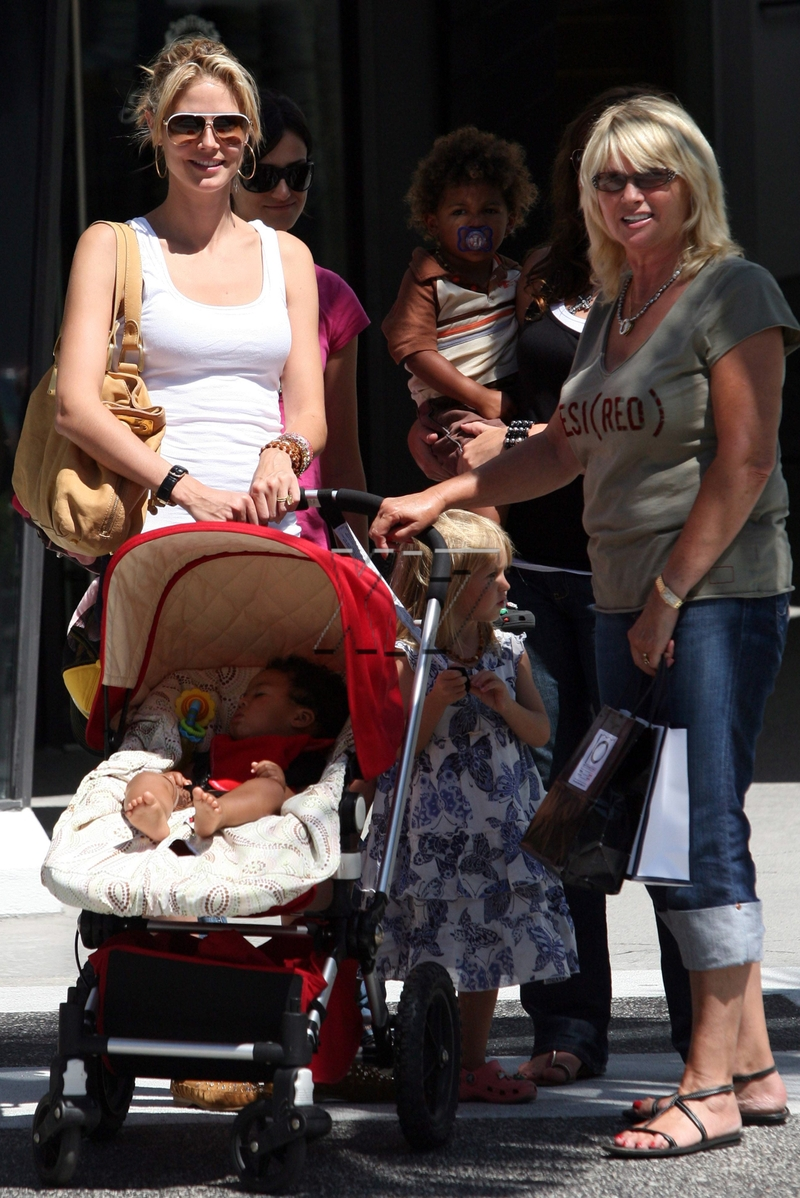 Heidi Klum And Family Out On Thursday Moms Amp Babies
