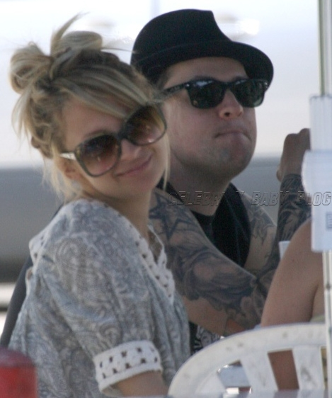 Nicole Richie and Joel Madden have lunch in Glendale